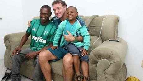 Cuca com Renê e Davi na nova casa do amigo, em Salvador (Foto: Divulgação/Palmeiras)