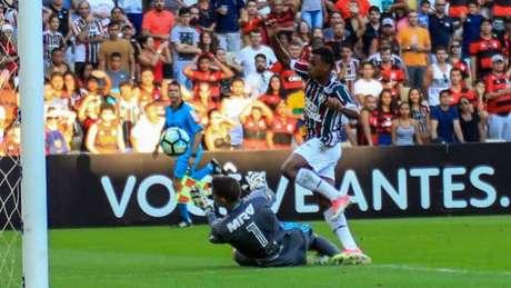 Wendel na disputa com Thiago (J Ricardo/ Agência Freelancer)