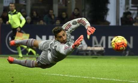 Vínculo de Gianluigi Donnarumma com o Milan vai até junho de 2018 (Foto: AFP PHOTO)