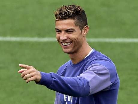 Sem motivos para sorrir? Ronaldo está no Real desde 2009 (Foto: Gerard Julien / AFP)