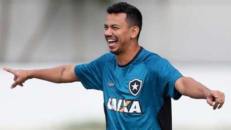 Rodrigo Lindoso vem sendo titular à frente da defesa alvinegra nos últimos jogos (Vitor Silva/SSPress/Botafogo)