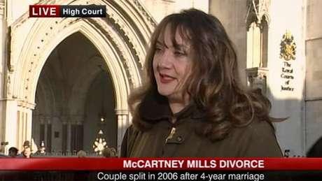 Ayesha Vardag dando entrevista para o canal BBC News