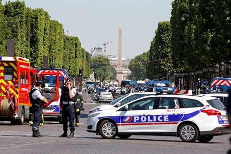 Policiais isolaram a Champs Elysees após incidente