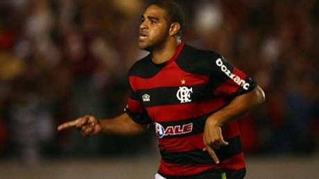 Adriano jogando pelo Flamengo em 2009