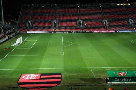 Na técnica e na raça, Flamengo vence outra na Ilha do Urubu
