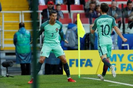 Eleito o melhor jogador em campo, Cristiano Ronaldo comemora seu gol marcado