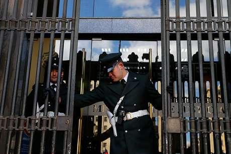 Gendarmes realizan protesta en frontis del Ministerio de Justicia