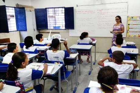 Alunos da Escola Municipal Abílio Gomes, no Recife