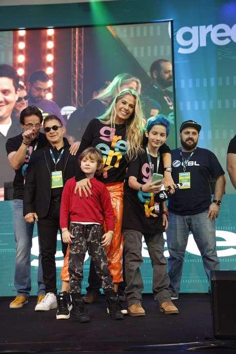 Adriane Galisteu acompanhada do filho Vittorio e outros convidados durante na abertura do Greenk Tech Show, o maior evento de tecnologia e sustentabilidade do País