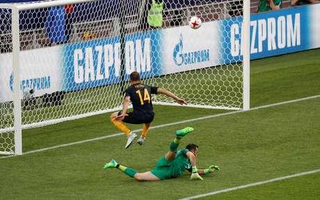James Troisi marca para a Austrália contra o Chile na Copa das Confederações