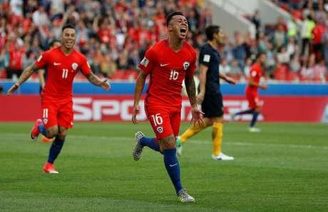 Martin Rodriguez marca para o Chile no empate com a Austrália pela Copa das Confederações