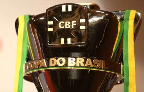 Taça da Copa do Brasil: veja quando os classificados de 2017 a ergueram pela última vez