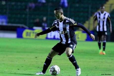 Luidy em ação com a camisa do Figueirense na vitória em casa contra o Londrina (Foto: Luiz Henrique/Figueirense)