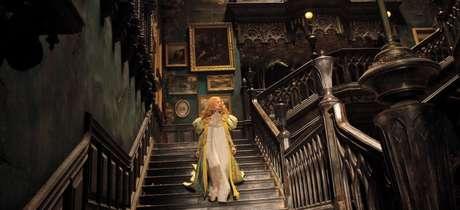Imagem da impressionante mansão do filme 'A Colina Escarlate'