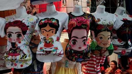 Camisetas de Frida Kahlo em mercado de Manágua