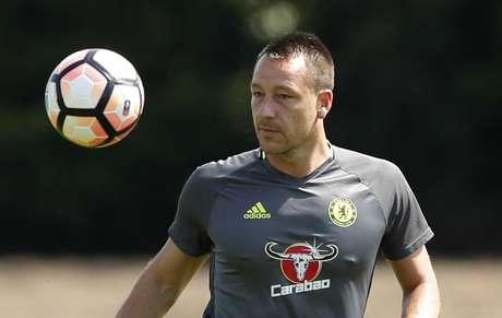 Aston Villa inova e anuncia zagueiro John Terry pelo WhatsApp