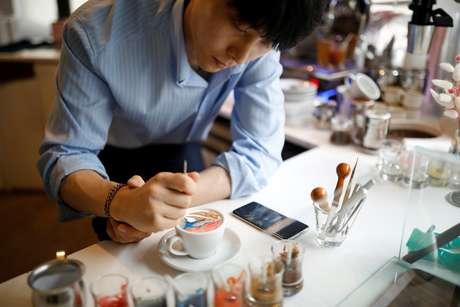 O resultado do processo meticuloso de 15 minutos é uma xícara de café frio de 7,70 euros