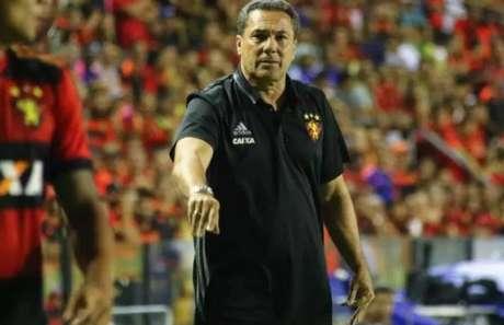 Luxemburgo cumpre pena e acompanha Sport x Arsenal de Sarandí do banco (Williams Aguiar/Sport Club do Recife/Divulgação)