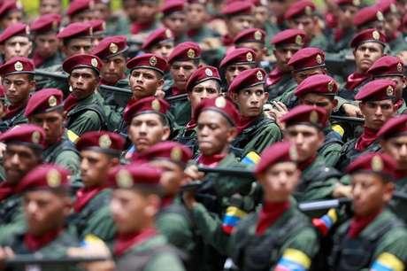 Soldados marcham durante desfile militar em Caracas, na Venezuela. 05/07/2017 REUTERS/Marco Bello
