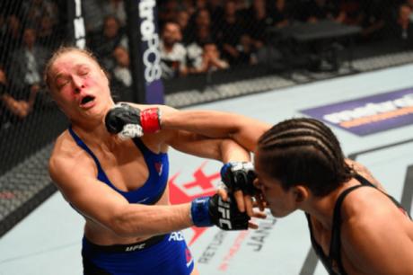 Amanda Nunes nocauteou Ronda Rousey em 48 segundos