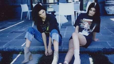 Kendall (esquerda) e Kylie Jenner (direita) têm sua própria linha de camisetas e querem se tornar um ícone cultural
