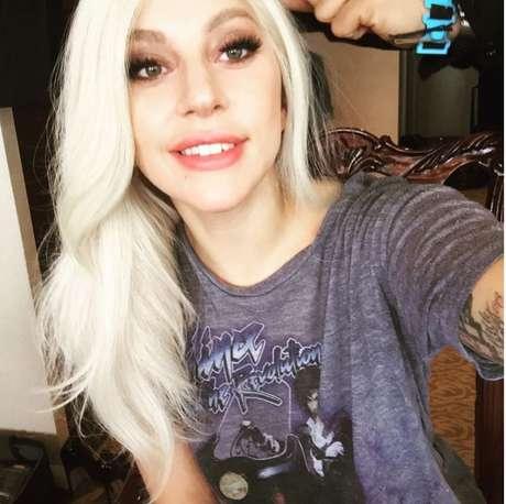 A cantora fica incrível com qualquer cor de cabelo.