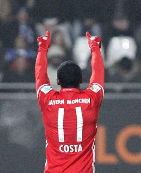 Douglas Costa é anunciado como novo reforço da Juventus