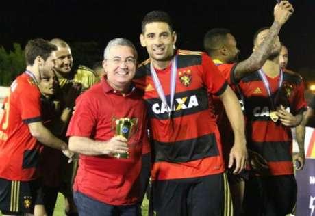 Diego Souza campeão estadual no Sport: ele é alvo do Palmeiras, onde jogou de 2008 a 2010