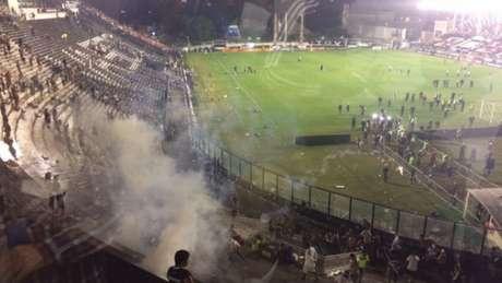 São Januário teve cenário de praça de guerra após o clássico entre Vasco e Flamengo (Foto: Reprodução)