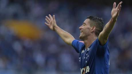 Thiago Neves abriu o placar logo aos 31 minutos do primeiro tempo (Foto: Washington Alves/Light Press/Cruzeiro)