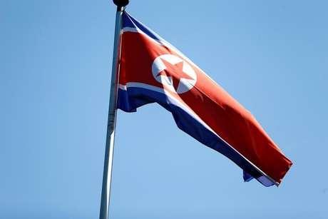 Bandeira da Coreia do Norte em Genebra, na Suíça.