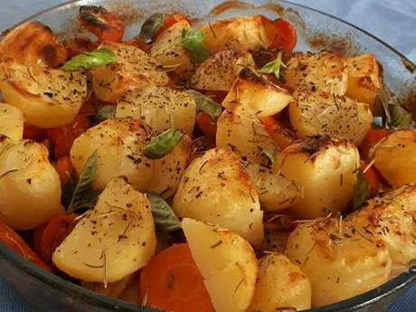 Coxas de asas com batatas e cenouras