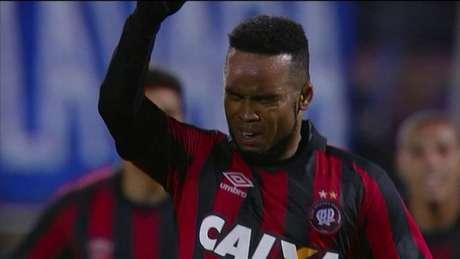 Ex-FC Porto Carlos Alberto rescinde com o Atlético Paranaense