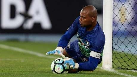 Jefferson no momento da cobrança de Rafael Moura, buscando finalização no canto (Vitor Silva/SSPress/Botafogo)