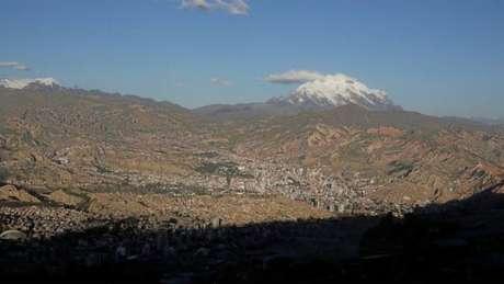 O monte Illimani, ao fundo