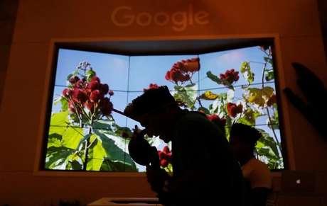 Índio Tembe canta no lançamento do novo Google Earth em São Paulo11/07/2017 REUTERS/Leonardo Benassatto