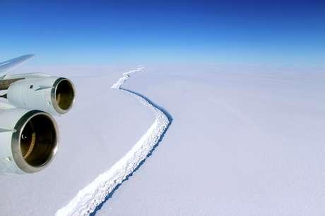 Ruptura na plataforma de gelo Larsen C na Antártida em 10/11/2016