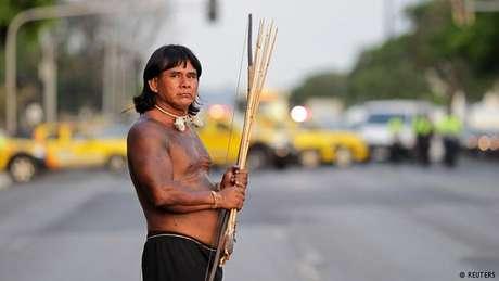 Indígena protesta em Brasília em prol de demarcação de terras