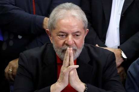 Ex-presidente Luiz Inácio Lula da Silva participa de coletiva após ter sido condenado por acusações de corrupção em São Paulo, Brasil 13/7/2017 REUTERS/Nacho Doce