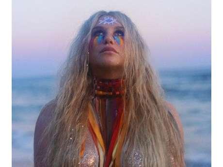 Kesha fala sobre empoderamento feminino em clipe de
