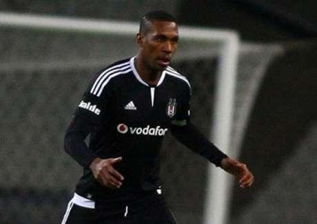 Lyon anuncia a contratação de zagueiro brasileiro do Besiktas