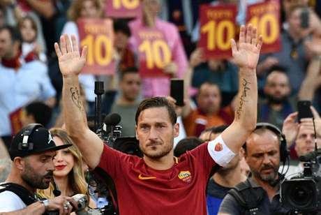 Totti confirma aposentadoria e revela que será diretor na Roma