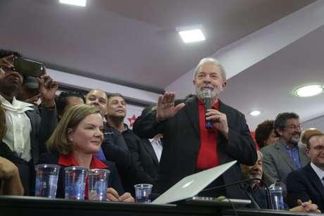 Ex-presidente Lula dá entrevista coletiva na sede do PT Nacional, em São Paulo.
