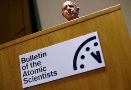Thomas Pickering em 17 de janeiro de 2006 durante conferência do Boletim dos Cientistas Atômicos, nos EUA