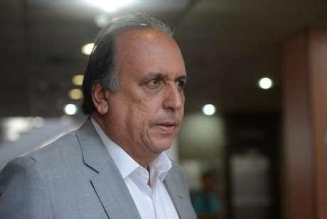 O governador Luiz Fernando Pezão deixa o cargo para tratar da saúde