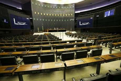 Por falta de quórum, sessão em que seria feita a leitura do parecer do deputado Paulo Abi-Ackel contra o seguimento da denúncia de investigação do presidente Michel Temer é cancelada