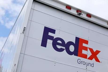 Caminhão da FedEx faz entregas em La Jola, Estados Unid 17/05/2017 REUTERS/Mike Blake