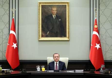Presidente da Turquia, Tayyip Erdogan, comanda encontro do Conselho Nacional de Segurança em Ancara  17/07/2017 Yasin Bulbul/Palácio Presidencial/Divulgação via REUTERS