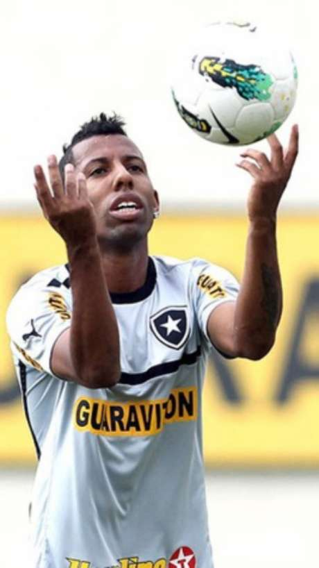 Vitor Junior defendeu o Botafogo em 2012, trabalhando com Jair, que era auxiliar de Oswaldo (Foto: Divulgação)