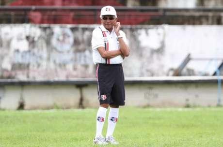 Givanildo Oliveira precisará realizar modificações para enfrentar o Vila Nova (Foto: Marlon Costa/Pernambuco Press)
